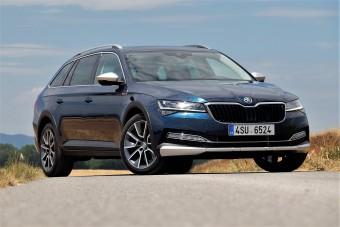 Már terepes változatban is kapható a megújult Škoda Superb
