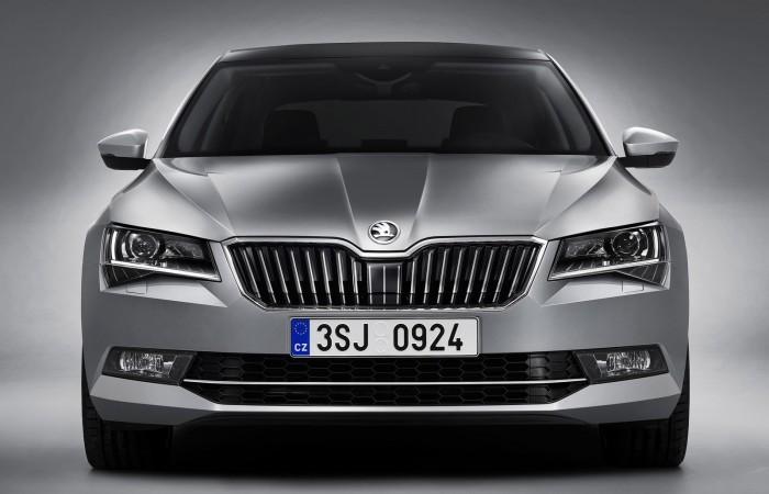 Már terepes változatban is kapható a megújult Škoda Superb 4