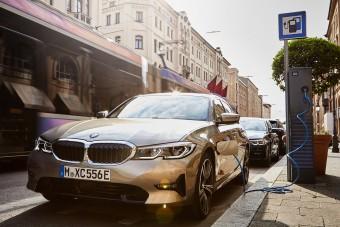 Videókon a BMW megújult hibrid szedánja