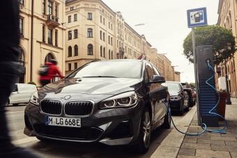 Messzebb megy árammal a BMW családi kisbusza