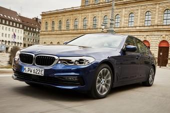 Megújult a BMW hibrid szedánja