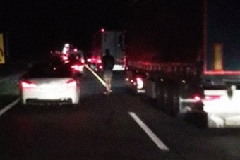 Rolleres előzgette az autókat az M1-esen - videó