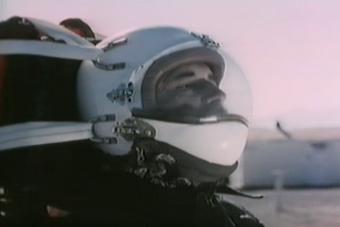 Ismerd meg a rakétaszánkóra kötözött embert, aki túlélt egy 1000 km/órás száguldást