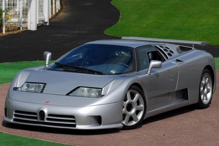 Száztízzel nyomul a legújabb Bugatti 5