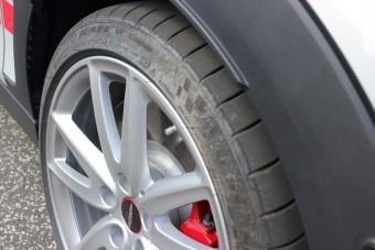 Nagy és hasznos újítás jön az autógumiknál