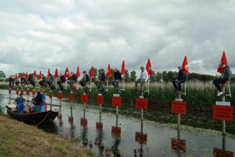 Különös sportot űznek a férfiak Hollandiában