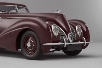 80 év után támadt fel az áramvonalas Bentley Corniche