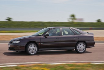 Safrane Biturbo – Amikor a Renault nekiment a BMW-nek