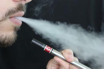Kiderült, hogy már az e-cigi is veszélyes