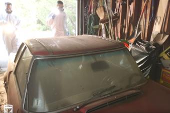 Így takarítanak ki egy öreg Mercedest ami 37 évig állt elhagyva
