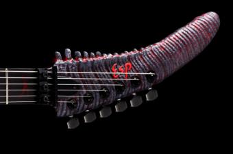 Egy ilyen Godzilla alakú gitár hiányzott csak az életünkből