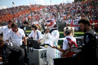 F1: Hamilton egyre inkább csapatjátékos lesz