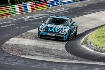 Villámgyorsan szaladt körbe a Nürburgringen a villanyos Porsche