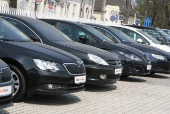 Felére zuhant a hazai használtautó-import