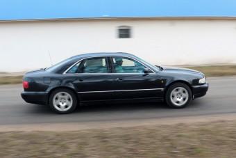 V8-as A8, 373 000 km-rel, olcsón: te is beleugranál?