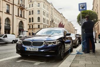 Nagyobb elektromos hatótávval frissül a konnektoros 5-ös BMW