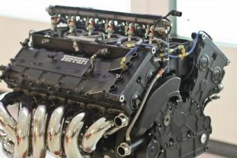 Te mit kezdenél egy F1-es Ferrari motorjával?