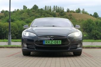 Használt Tesla 200 ezer kilométerrel - jó üzlet?