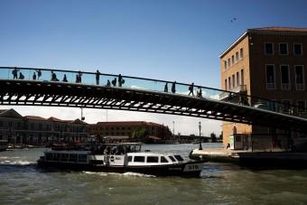 Pénzbüntetést kapott egy híd