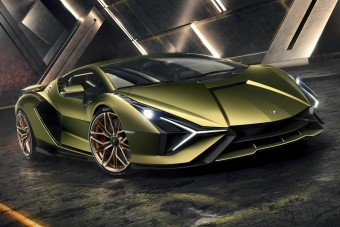 Hibrid hipersportautóval riogat a Lamborghini