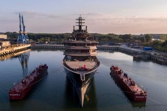 Vízre került a világ legnagyobb szuperjachtja