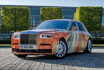 Gördülő művészeti alkotás lett a Rolls-Royce Phantomból