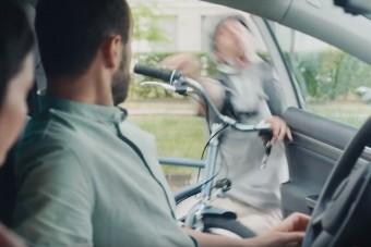 Tudod, mikor nyithatod ki az autód ajtaját? A KRESZ megmondja!