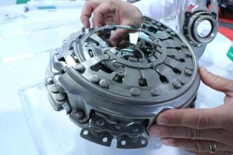 Így működik a dupla kuplungos váltó, ami nagy ígéretként robbant be az autóiparba