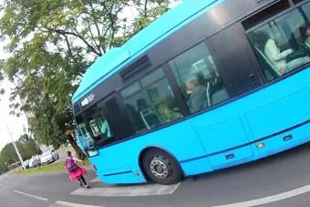 Majdnem elütött egy kislányt a zebrán egy BKV-busz Kőbányán