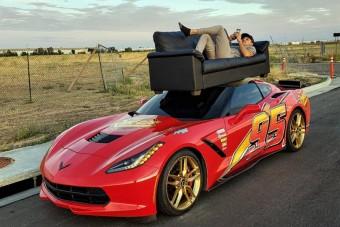 Sportautóval költözni nehezebb, de viccesebb is