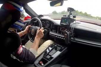 Elképesztően gyors lett az új Porsche 911-es