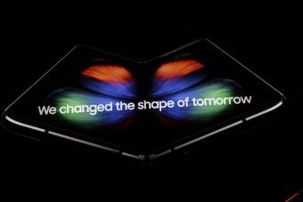 Holnap kerül a piacra a legkülönlegesebb Samsung okostelefon
