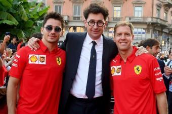 F1: Vettel és Leclerc együtt hívta a Ferrari-főnököt