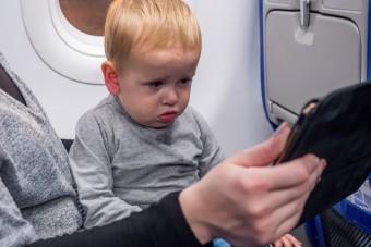 Így kerülheted el a síró gyerekeket a repülőn