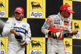 F1: A Mercedes-fejesek nem akarták Hamiltont