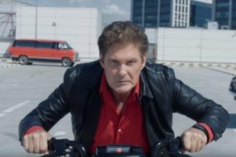 Michael Knight mopedes reklámjától visít most az internet