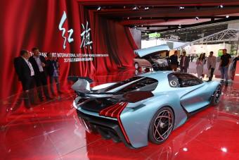 Kínai autógyártók erődemonstrációja Frankfurtban