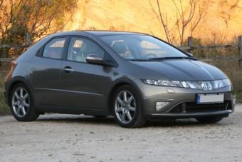 Megéri a konkurenciánál magasabb árát a használt Honda Civic?