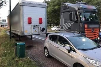 Aljas bosszút állt egy magyar kamionos, mert az autós rossz helyen parkolt