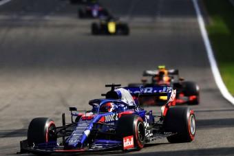 F1: Kvjat nem esett hanyatt Albon első Red Bull-os futamától