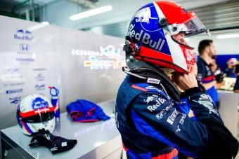 F1: Letiltották Kvjat sisakfestését
