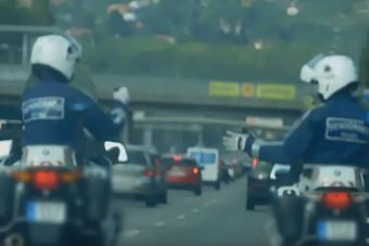 Fegyelmi eljárást indítottak az M7-esen kő-papír-ollózó rendőrök ellen