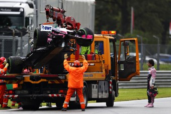 F1: Háromszor szakították meg az edzést