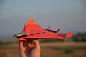 Már a papírrepülőt is össze lehet kötni a telefonoddal