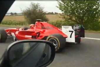 Kimi Räikkönenként veretett az autópályán, keresik a rendőrök