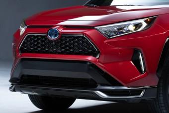 Konnektoros hibrid hajtáslánccal erősít a Toyota RAV4