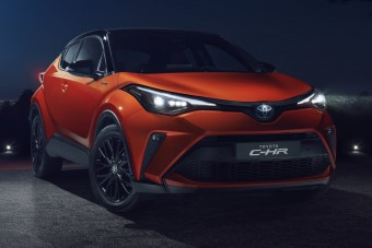 180 lóerős hibriddel újul meg a Toyota városi terepjárója