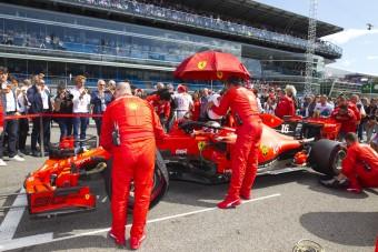 Dobhatják a gumiszabályt az F1-ben