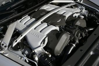 Így szól az Aston Martin V12-ese szűretlenül