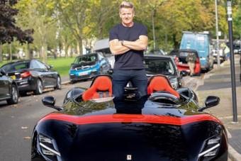 600 milliós Ferrarit vett az angol sztárséf